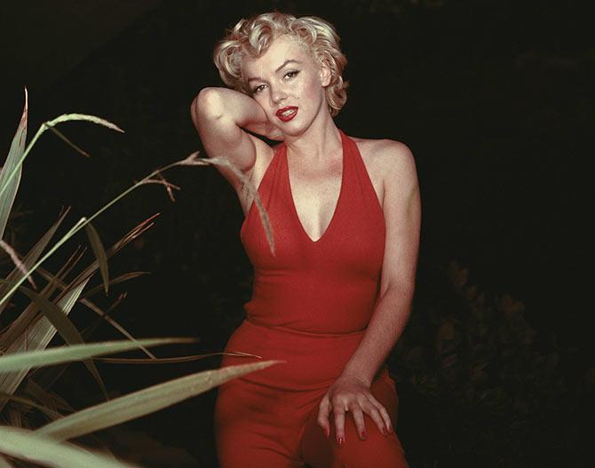 Circa 1954:  American film actress Marilyn Monroe (Norma Jean Mortenson or Norma Jean Baker, 1926 - 1962)