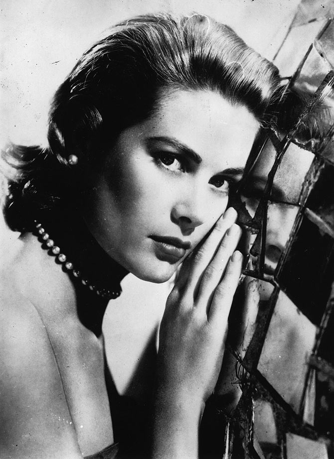 10th February 1955:  The American film actress, Grace Kelly