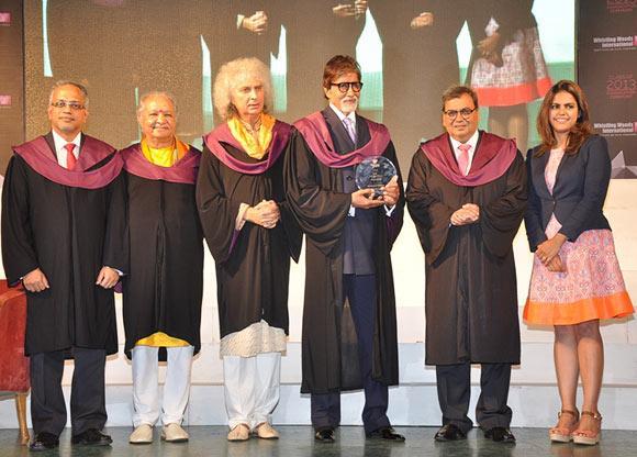 Anand Sudharshan, Pandit Hariprasad Chaurasia, Pandit Shivkumar Sharma, Amitabh Bachchan, Subhash Ghai and his daughter Meghna Ghai Puri
