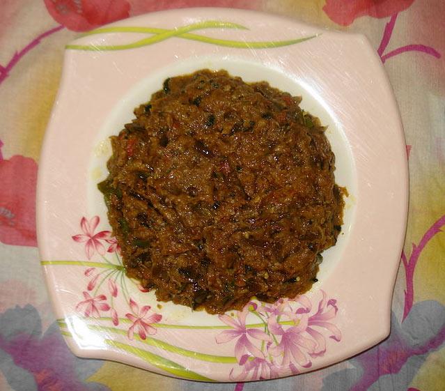 Roasted aubergine dip with veggies