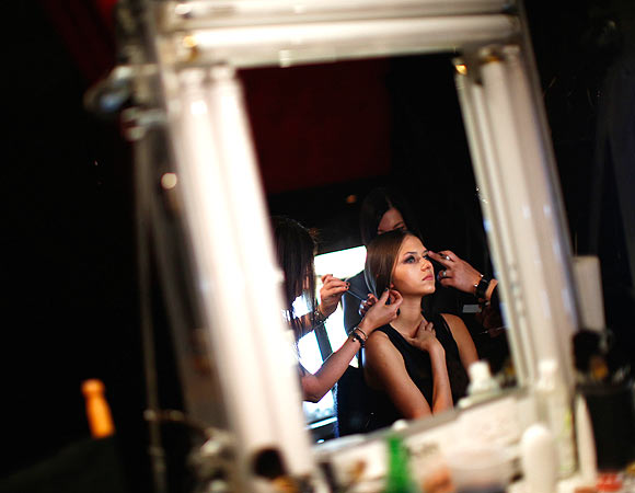 PHOTOS: Behind the scenes at NY Fashion Week