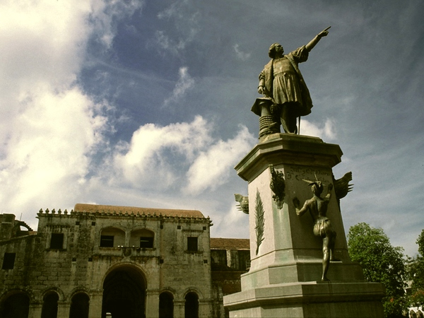 Parque Col n in the Colonial city, Santo Domingo