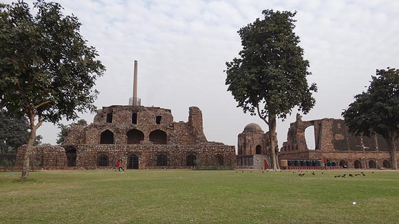 The magnificent ruins of the Jami Masjid and Ashok Pillar