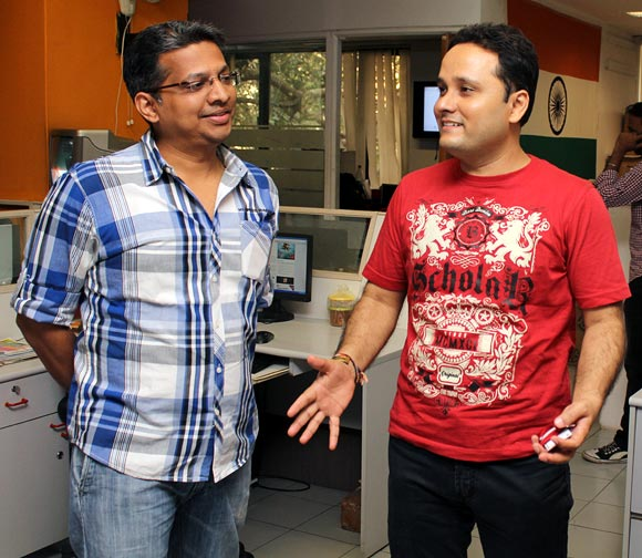 Amish shares a light moment with a Rediff employee