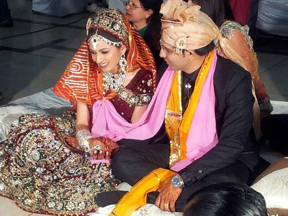 Shalabh Jhalawad and his bride Khushbu