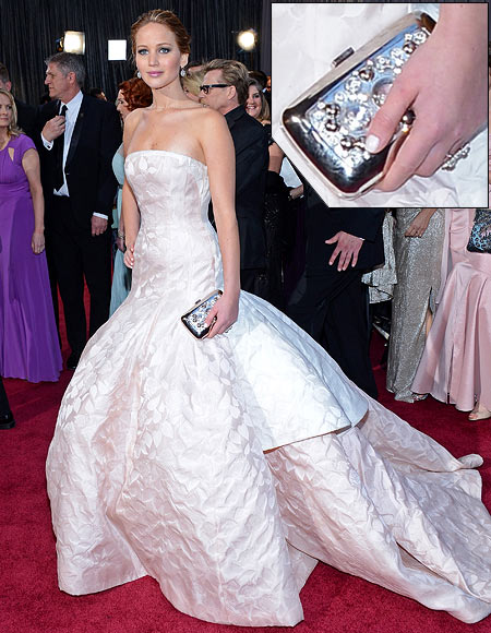 Jennifer Lawrence arrives at the Oscars at Hollywood & Highland Center on February 24, 2013 in Hollywood, California