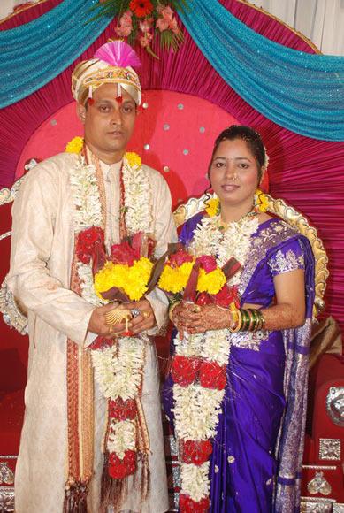Sagar Eknath Savant with his wife Varshali Laximan Karekar