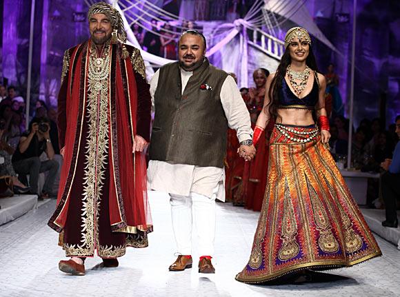 Kabir Bedi, JJ Valaya and Kangna Ranaut
