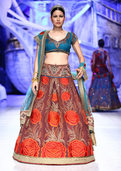 Shruti Agarwal for JJ Valaya