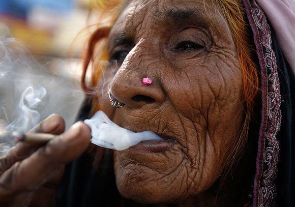 SMOKING: Are bidis safer than cigarettes?