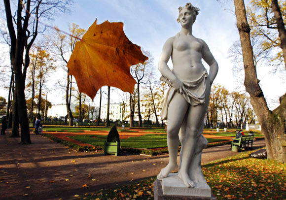 The Summer Garden in central St. Petersburg, once a favourite place of the Russian Tsars, is a popular tourist spot.