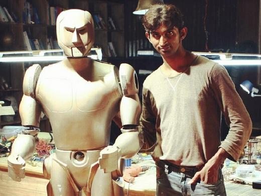 Balaji Lakshmanan with his humanoid robot