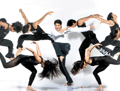 Shiamak Davar with his troupe
