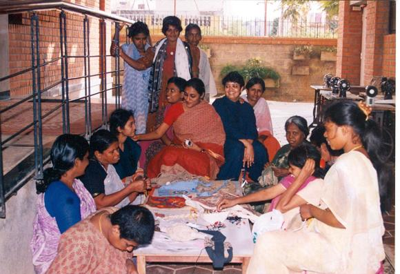 Vandana Gopikumar and Vaishnavi Jayakumar with inmates of The Banyan