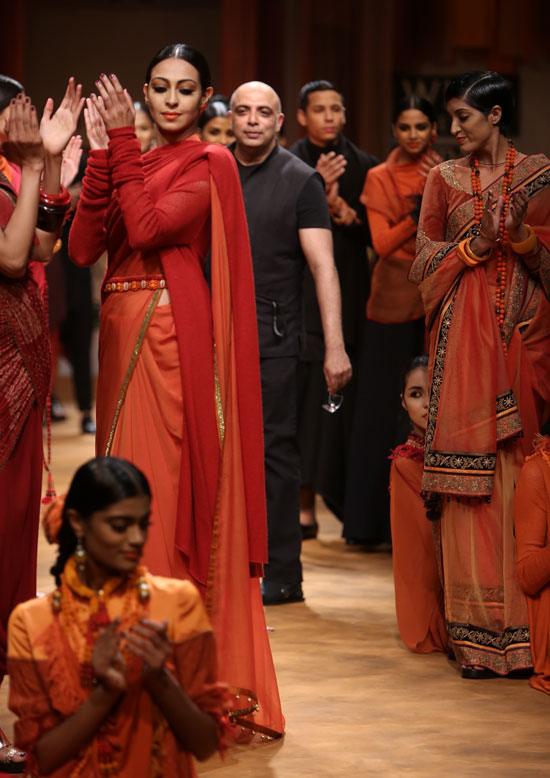 Tarun Tahiliani brings Maha Kumbh on the WLIFW runway