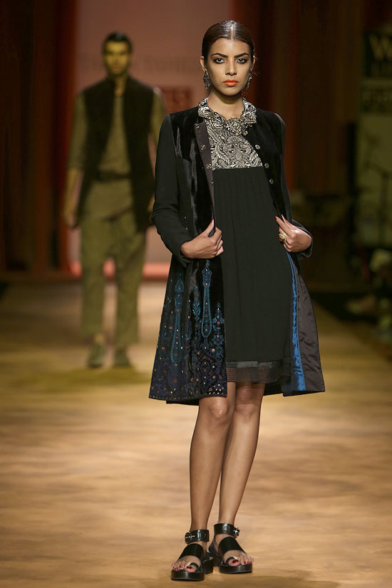 Model Arshia Ahuja shashays down the ramp in a velvet jacket worn over a knee-length dress
