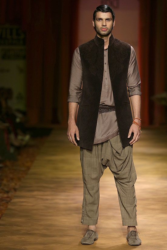 A model sports a dhoti pant with a kurta and a jacket for Tarun Tahiliani.