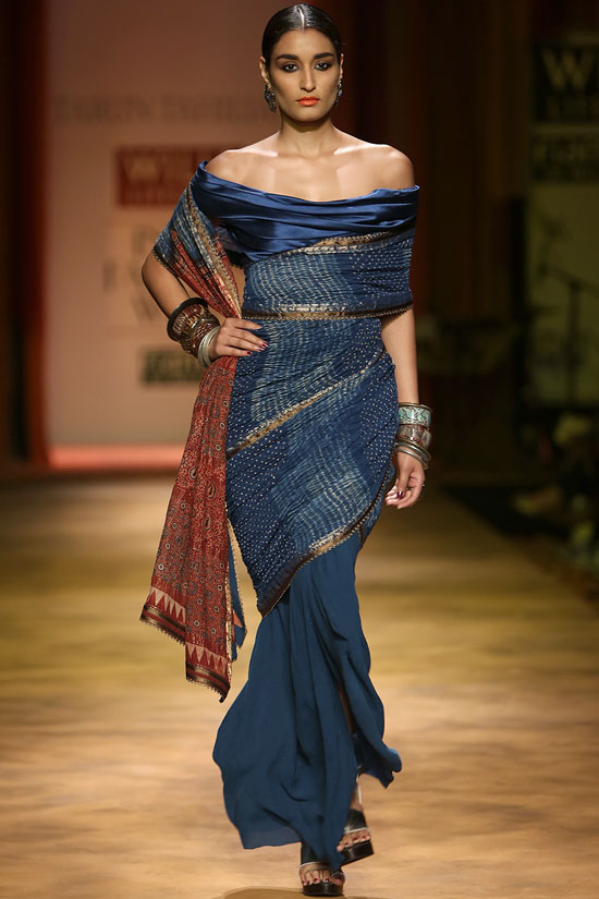 Miss India 2011 Kanishtha Dhankar shashays down the ramp for Tarun Tahiliani.