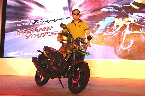 Honda's PREMIUM commuter bike for Rs 75k?