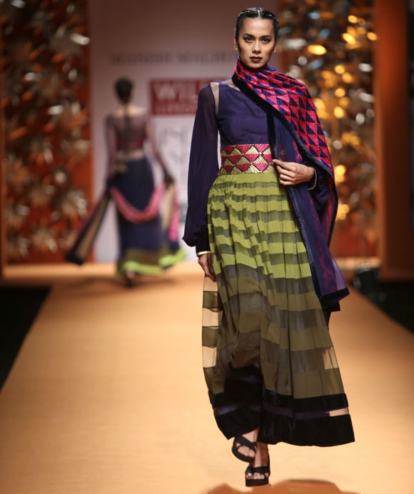 Sonalika Sahay catwalks for Manish Malhotra.