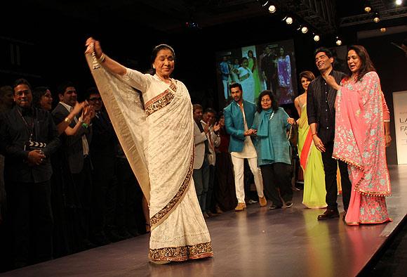 Asha Bhosle dazzles!