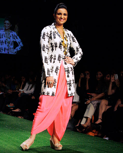 HOT: Parineeti Chopra catwalks for  Masaba