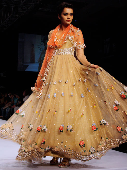 Images: Fashion gets beautifully feminine at LFW