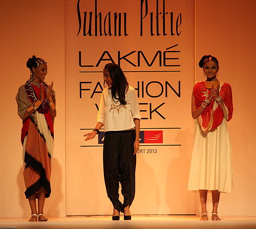 Pix: Flirty dresses, awesome jewellery on the catwalk