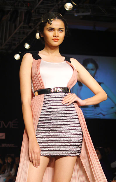 Shweta Dolly poses in a Sougat Paul creation