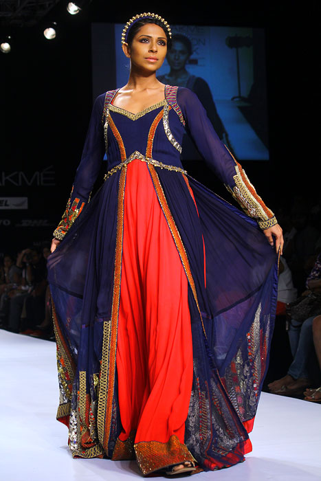 SUPER HOT: Mandira Bedi burns up the runway