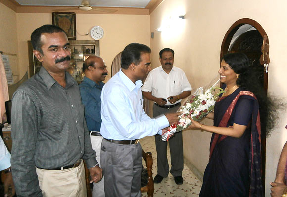 Haritha receives a bouquet from the principal, Government Engineering College, Thiruvanathapuram