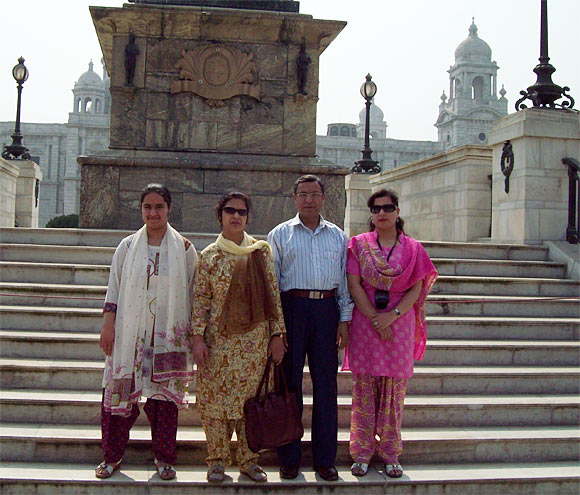 Dr Ruveda Salam (in pink) with her parents and sister