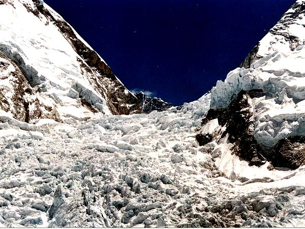 Icefall from Everest's Khumbu Glacier makes crossing it tricky