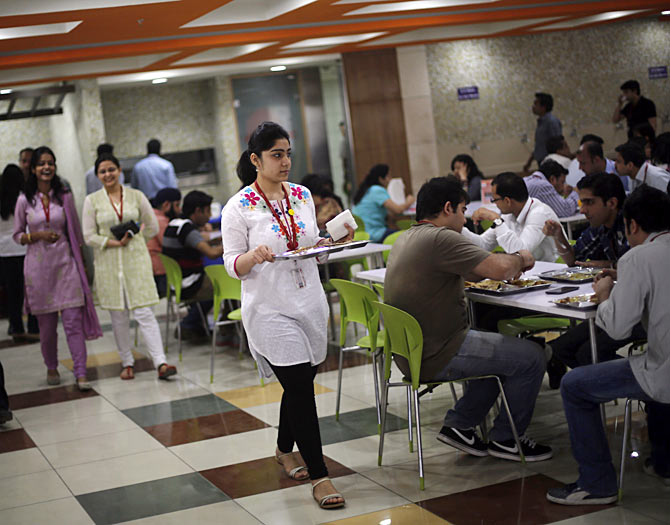 We are often in a rush to finish our meal. And that is one of the biggest causes of health concerns amongst young Indians, according to Namita Jain