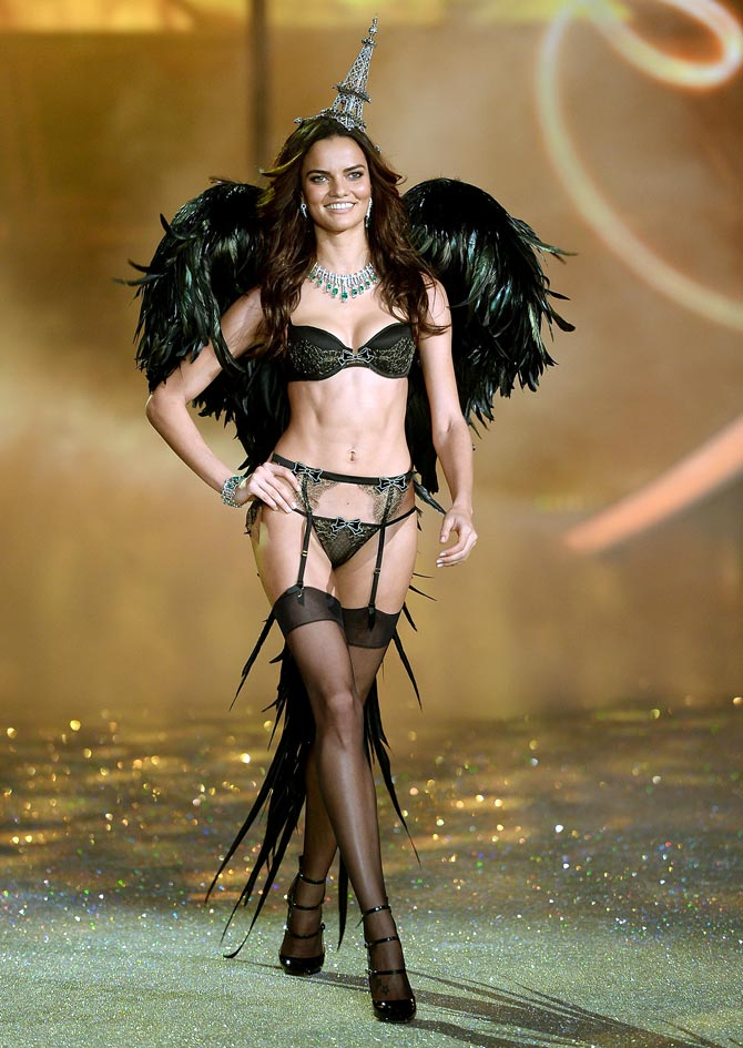 PICS: Hot bombshells at world's sexiest lingerie fashion show!