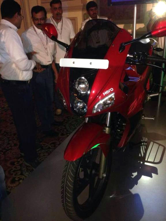 PHOTOS: The NEW Hero Karizma R!