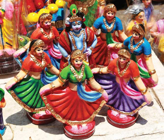 A set of dolls featuring the raas leela with Krishna in the centre while the gopis dance around him