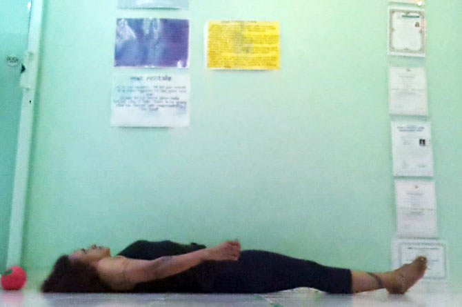 Skanda chakrasana (Shoulder circle)