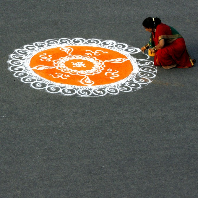 What's the logic behind the traditional Indian rangoli?