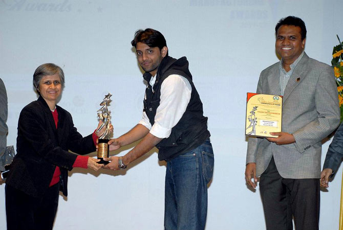 Narayan Babu receives a trophy for Star Young Entrepreneur of the Year 2012