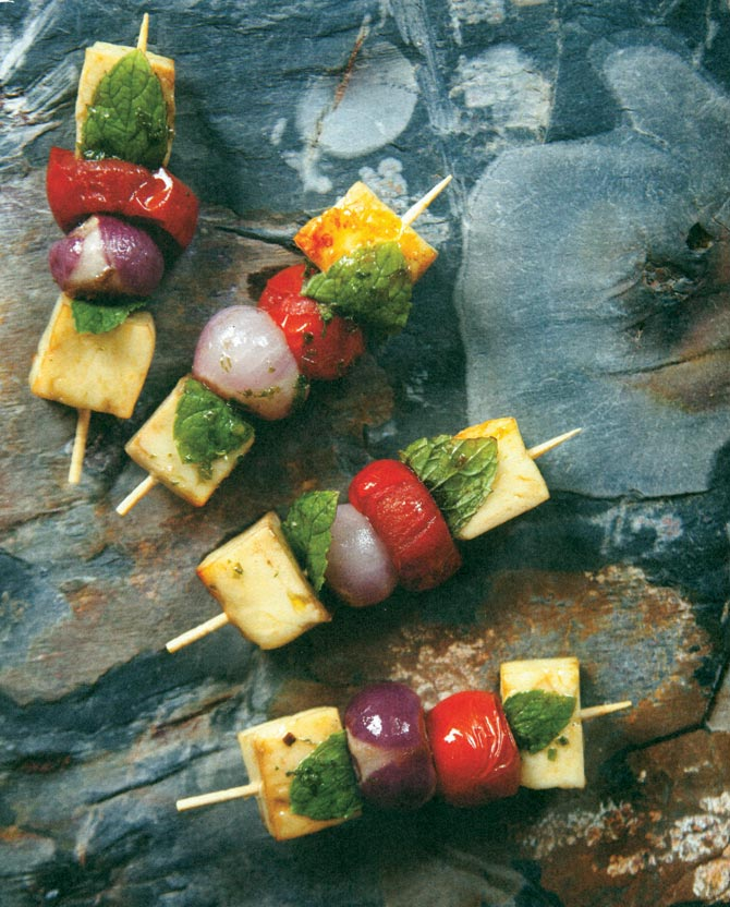 Halloumi skewers with cherry tomatoes and onions