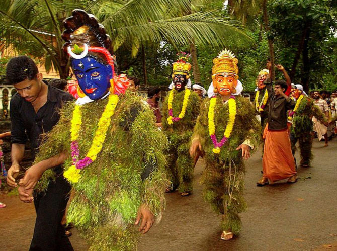 'In Kerala, Kummatis travel in groups and perform the Kummatikali -- a form of dance where they hop and jump in a synchronised pattern to entertain children. Some times they enact scenes from the Ramayana and Mahabharata, share lessons in peace and happiness.' Photograph: Aruna/Wikimedia Commons. Image published only for representational purposes.