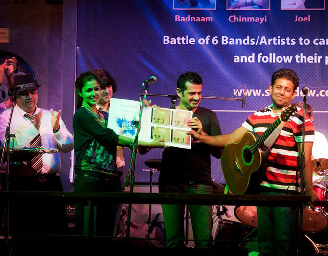 Chinmayee Tripathi and musician Ehsaan Noorani support an independent musician