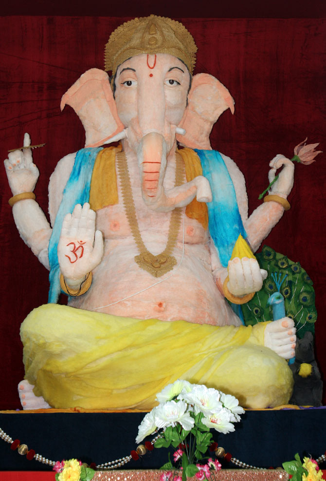 Ganesha made out of cotton wool also in Malad, Mumbai