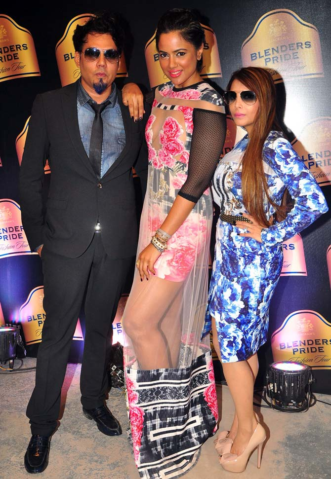 Sameera Reddy is flanked by Shane (L) and Falguni Peacock.