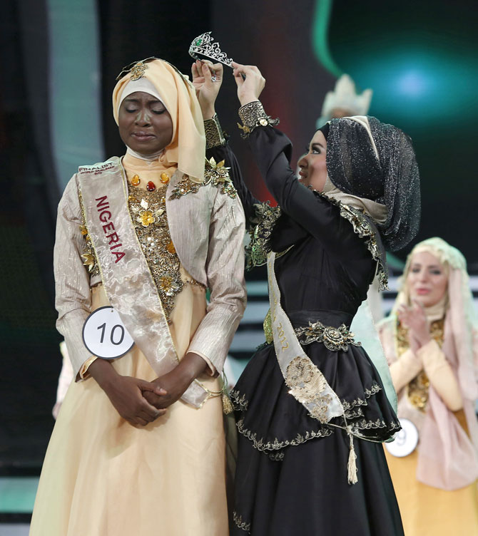 Obabiyi Aishah Ajibola of Nigeria is crowned Miss World 2013 by her predecessor, Nina Septiani of Indonesia.