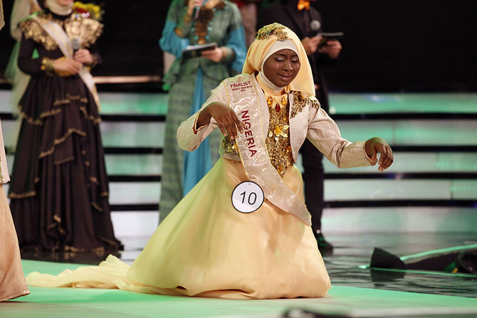 Obabiyah Aishah Aijbola falls to her knees in prayer after being named World Muslimah 2013.