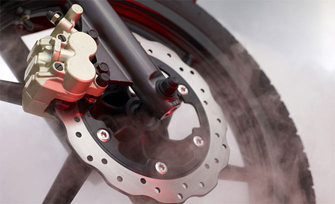 How are disc brakes different from drum brakes
