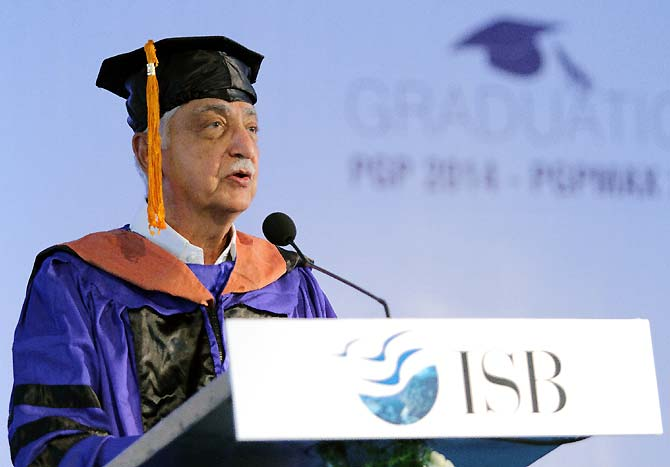Azim Premji addressing the students of the Indian School of Business in Hyderabad on their Graduation Day.