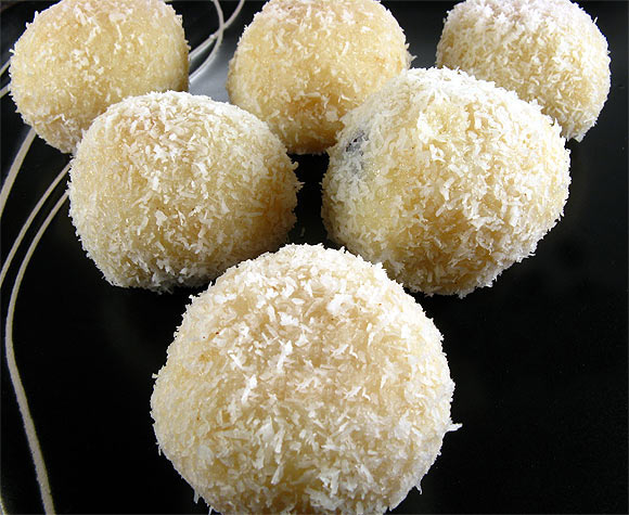 Instant Coconut Laddoo